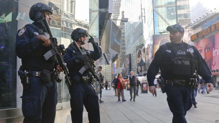 New York, Mỹ sẽ thắt chặt an ninh cho hơn 2 triệu người tham gia đón giao thừa tại Quảng trường Thời đại.