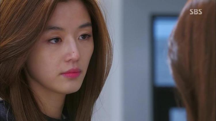 Jun Ji Hyun trong vai Chun Song Yi.