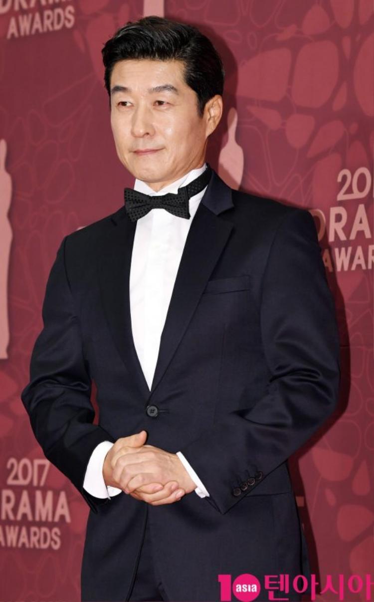 Quý ông Kim Sam Jung vô cùng lịch lãm.