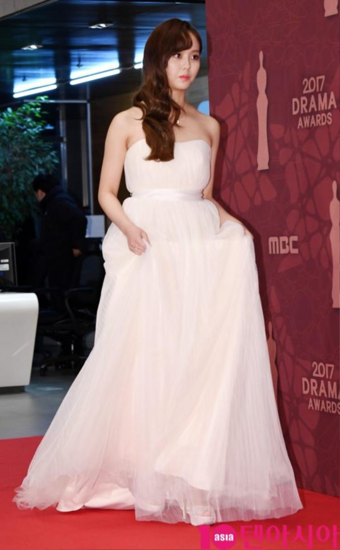 Kim Soo Hyun xuất hiện với vai trò người trao giải tại sự kiện.