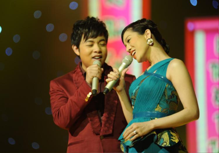 Sự kết hợp thành công trong ca khúc boleroSầu tím thiệp hồngmang đến cho làng nhạc Việt cặp song ca ăn ý: Quang Lê - Lệ Quyên