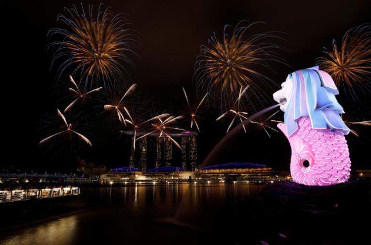 Pháo hoa mừng năm mới ở Singapore.
