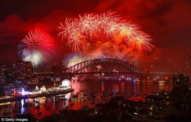 Giới chức Sydney cho biết, đây là màn pháo hoa hiện đại về mặt kỹ thuật nhất từ trước tới nay.Tổng đạo diễn bắn pháo hoa Ziggy Ziegler nói rằng có tất cả 3.000 hiệu ứng ánh sáng, nhiều hơn năm ngoái hẳn 1.000 hiệu ứng.