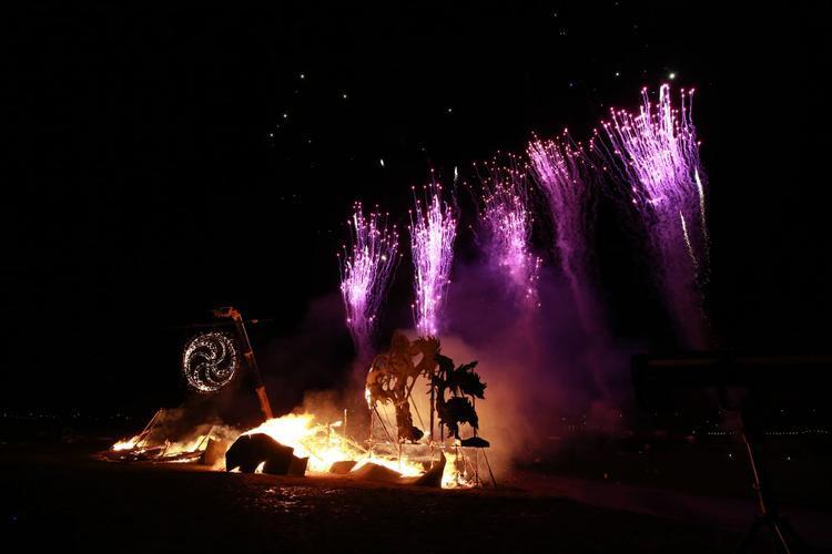 Màn bắn pháo hoa kéo dài 10 phút trong đêm giao thừa ở thị trấn Moor, Newcastle, nước Anh.