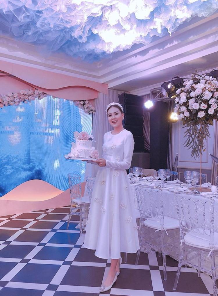 Mai Ngoc hóa công chúa sang chảnh trong tiệc sinh nhật của mình