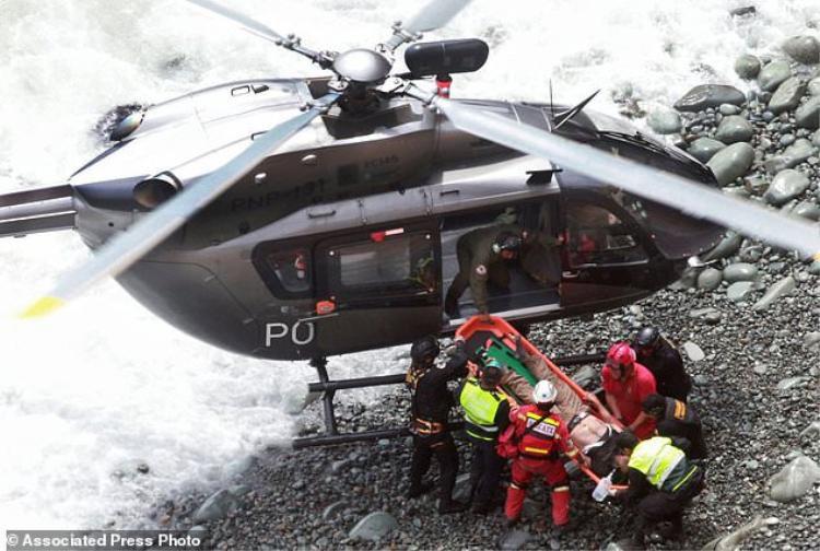 Hiện 6 người bị thương nặng đã được đưa tới bệnh viện bằng trực thăng.