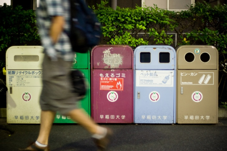 (Ảnh minh họa) Ngay cả thùng rác ởAberforth cũng không dùng chất liệu nhựa.