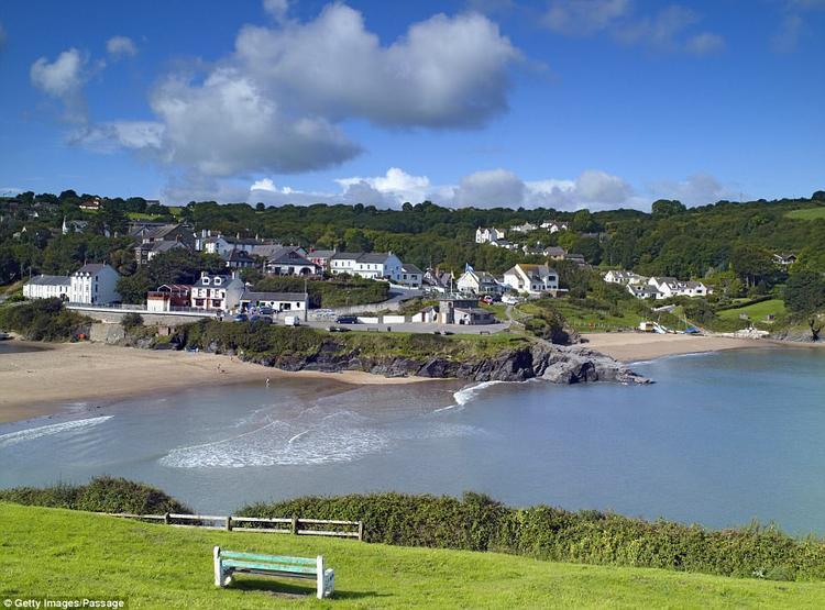 Chính nhờ những nỗ lực vì môi trường của người dân, hiện nay, bãi biển ở Aberporth được coi là những bãi biển sạch sẽ nhất Vương quốc Anh.