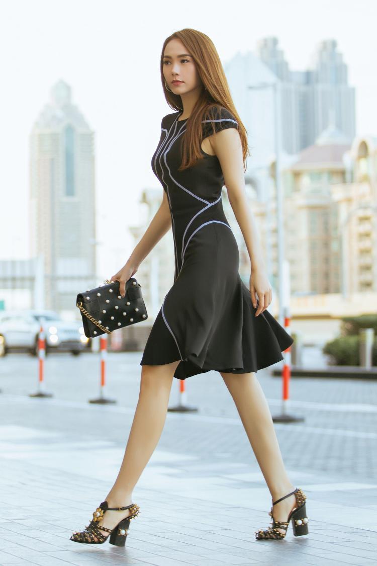 Minh Hằng cũng thực hiện loạt ảnh street style đẹp đến ngỡ ngàng cho loạt thương hiệu thời trang nổi tiếng.