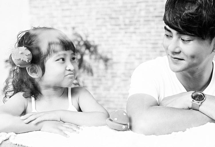 Ưng Đại Vệ khoe bộ ảnh đáng yêu bên con gái