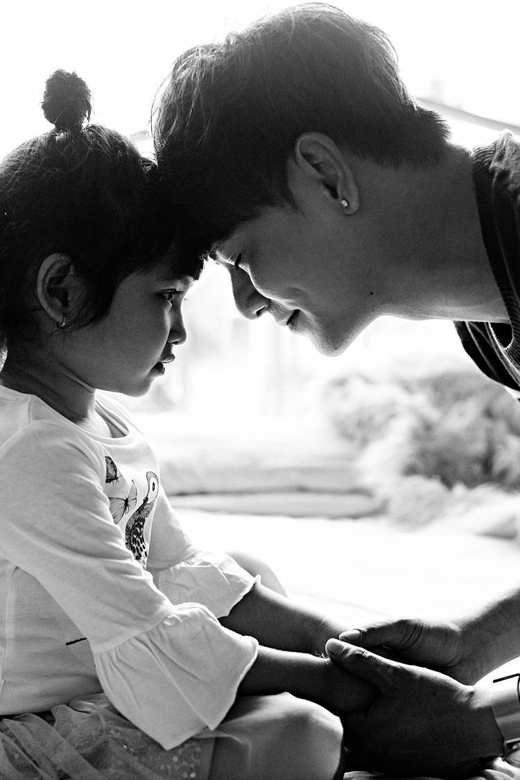 Loạt ảnh ngọt ngào của Ưng Đại Vệ bên con gái.