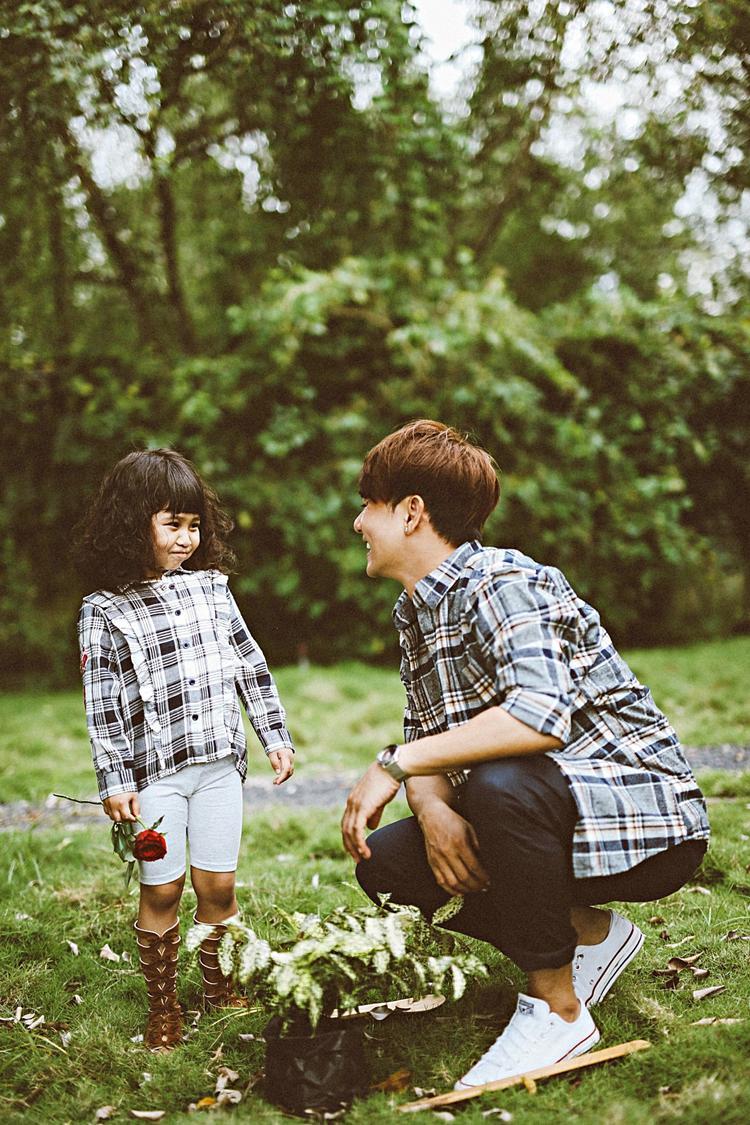 Múi luôn là một cô bé hiểu chuyện và thông cảm với công việc bận rộn của papa.
