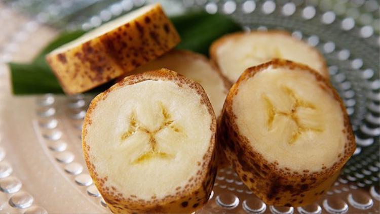 """Nếu bạn là một người thích ăn """"chuối cả vỏ"""" thì hãy cân nhắc đến giống chuối Mongee này."""