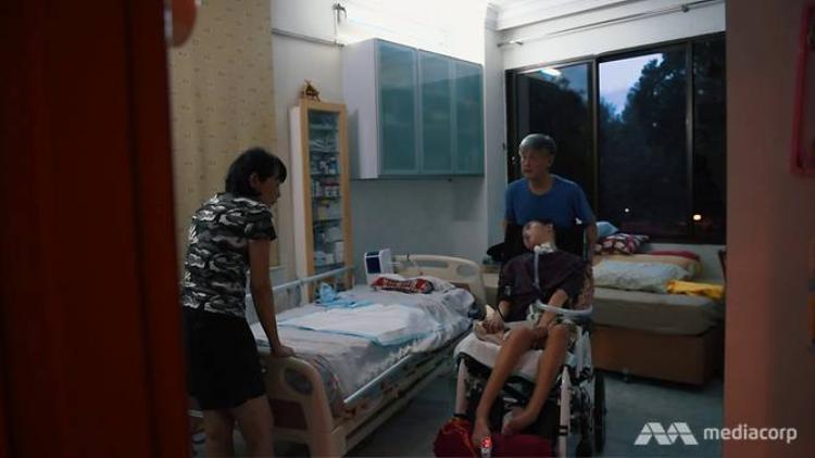 Sing Yu đã có thể ngồi được trên xe lăn trong thời gian ngắn.