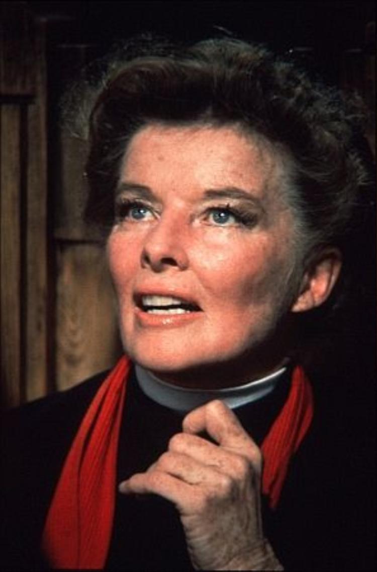 Về phía nữ diễn viên, Katharine Hepburn cũng chịu số phận trắng tay ở Quả cầu vàng dù bà từng 8 lần nhận được đề cử trong suốt sự nghiệp diễn xuất của mình.