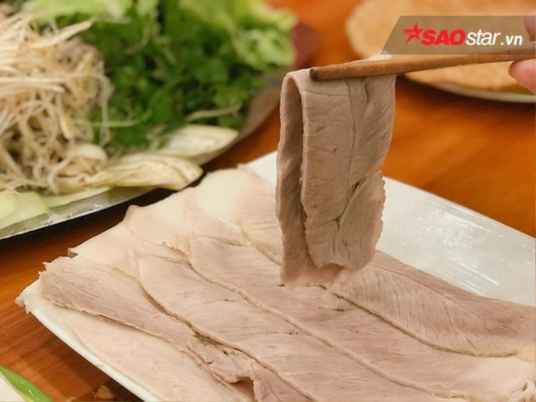 Đến Đà Nẵng nhất định phải tìm bánh tráng thịt heo, nhưng ăn thế nào mới đúng cách