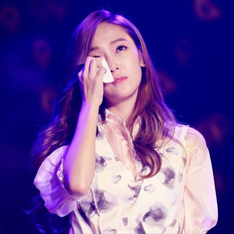 Jessica chưa thể ngừng khốn đốn vì fan SNSD.