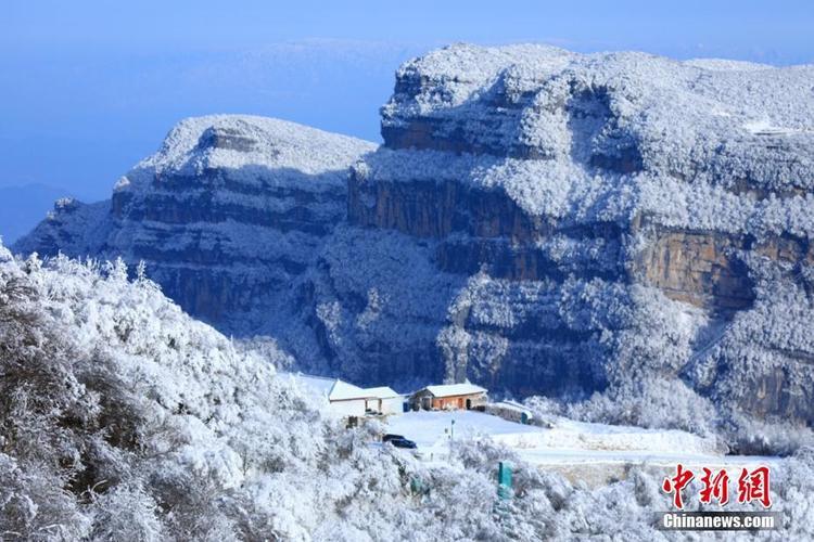 Tuyết phủ trắng xóa ở núi Guangwu, Tứ Xuyên.