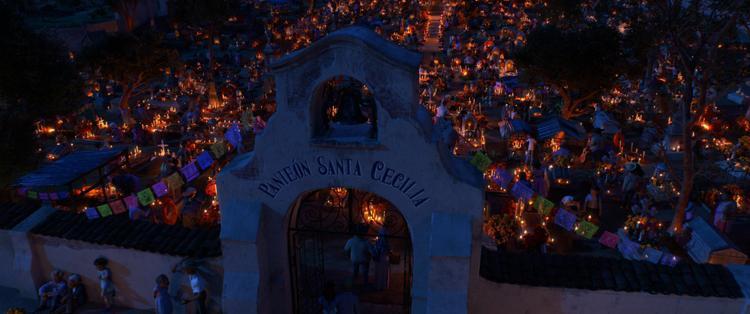 Lễ hội của người Chết đầy thiêng liêng nhưng không kém phần ấm cúng.