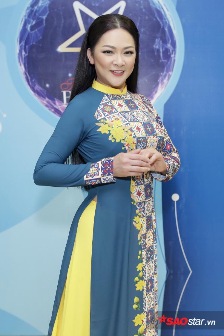 Sau 20 năm trở lại Việt Nam, Như Quỳnh chia sẻ bản thân chị luôn thích nét đẹp truyền thống của áo dài.