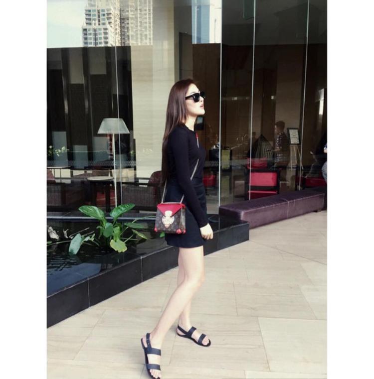 Mặc dù có gia đình giàu có, nhưng từ lâu, Hà Lade đã gây ấn tượng là một cô nàng hot girl chăm chỉ, lao động nghiêm túc.
