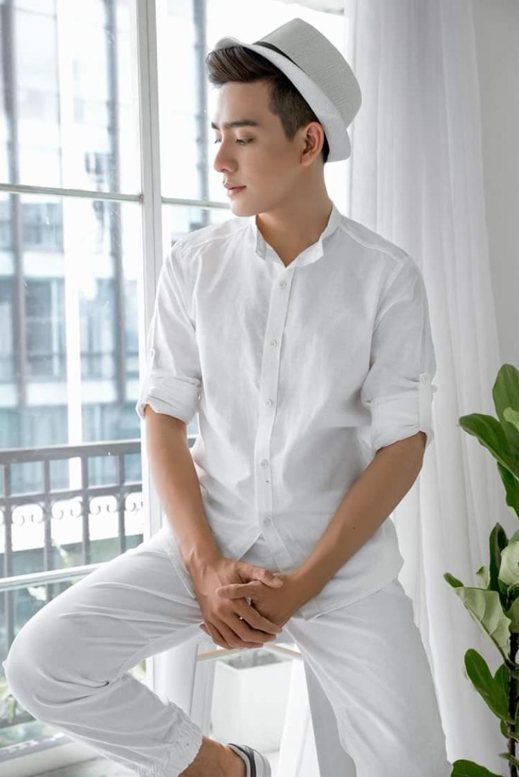 Nguyễn Hoàng Khang hiện đang là một trong những cái tên gây chú ý tại Siêu mẫu Việt Nam 2018 không chỉ bởi vẻ điển trai mà hơn thế, vẻ đẹp của Hoàng Khang còn được đánh giá sẽ làm nên thành tích không thua kémAttila - người mẫu từng lọt top 3 The Face Man Thái Lan.