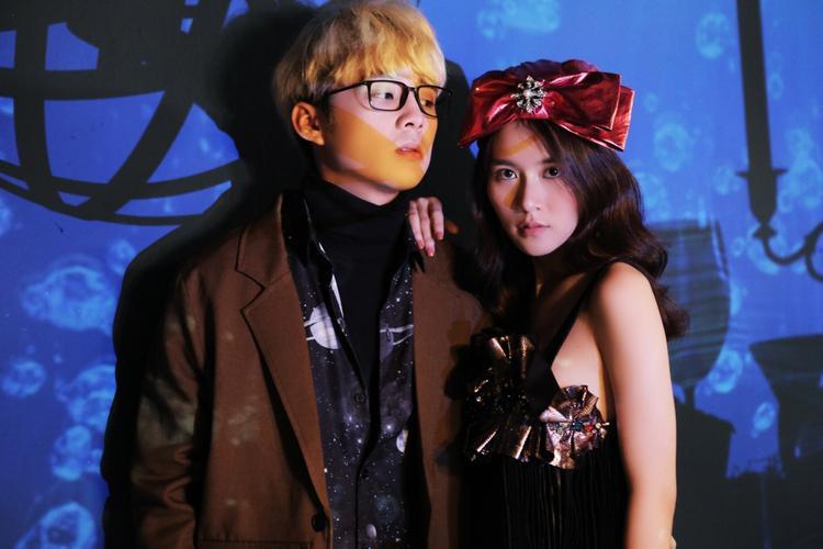 Ca sĩ Him Phạm (trưởng nhóm The Air) tham gia trong MV cùng Vân Shi.