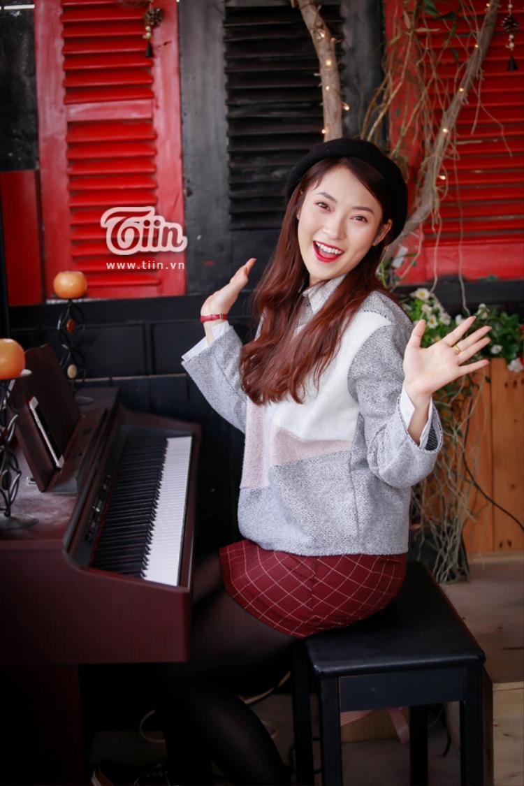 Trong năm 2017, Khánh Vy thực sự khiến mọi người ấn tượng khi trở thành MC bản tin thời sự của một kênh truyền hình.