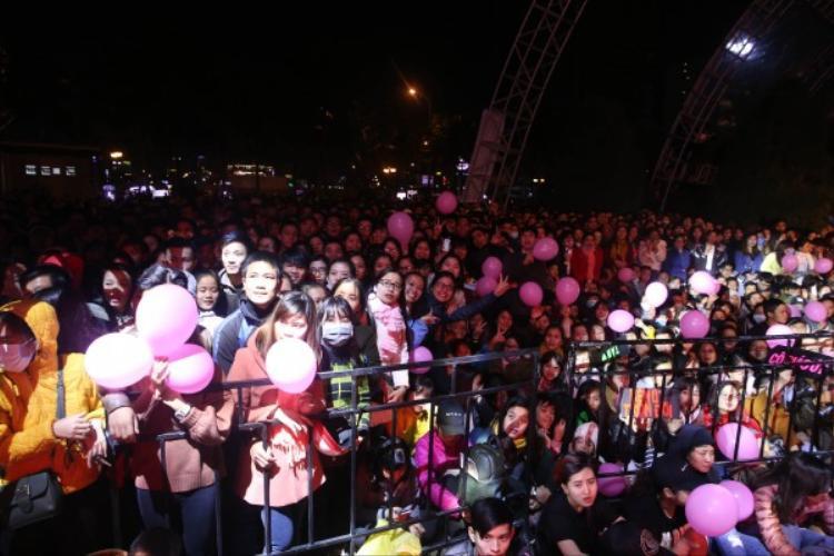Dù cho mỗi đêm diễn của chương trình thu hút hàng chục ngàn khán giả tham dự.