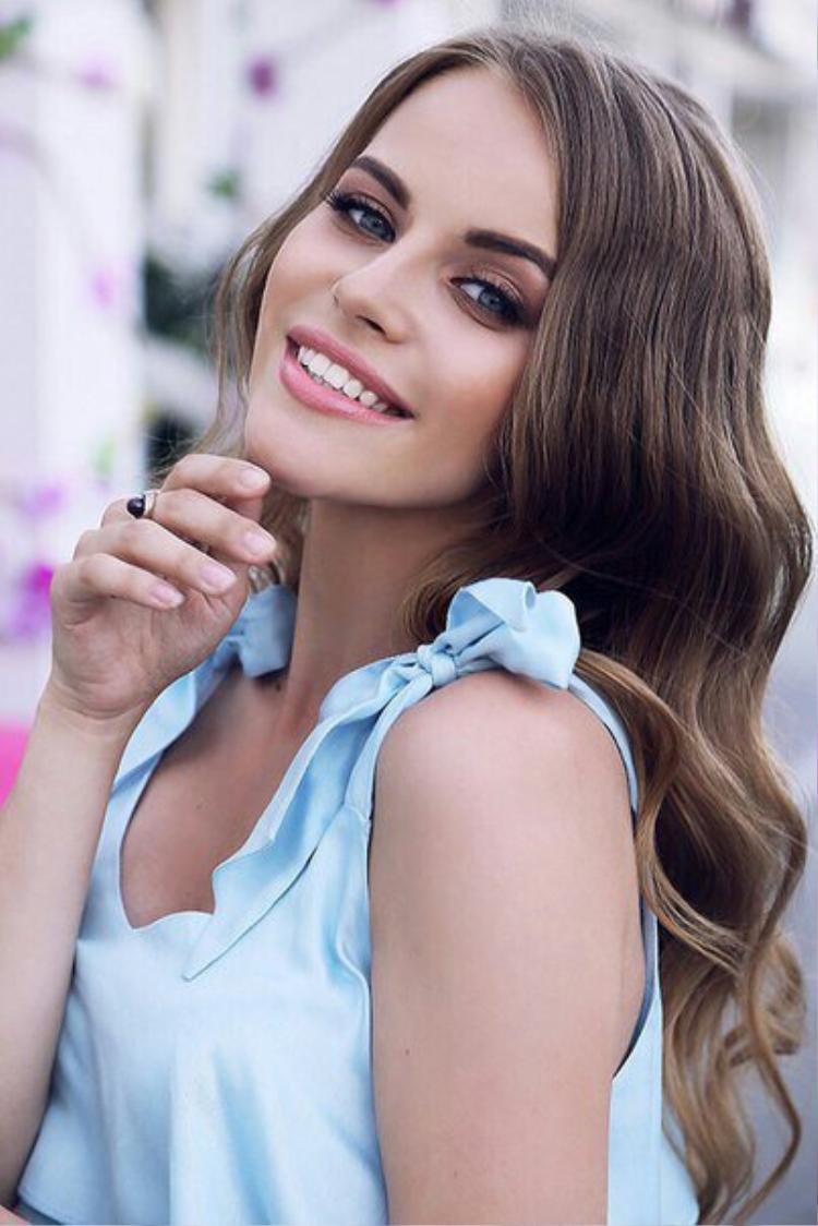 """Đến từ """"xứ sở Bạch dương"""", Natalia Naydenko có vẻ đẹp cực kỳ ấn tượng với đôi mắt biết nói cùng đôi môi dày gợi cảm. Người đẹp đang làm trong lĩnh vực y tế kiêm người mẫu."""