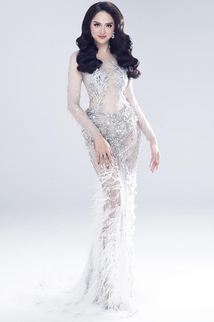 Clip: Hương Giang Idol thể hiện trình catwalk chuyên nghiệp trước thềm Hoa hậu Chuyển giới Quốc tế 2018