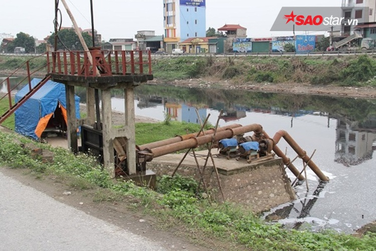 Đoạn chảy qua trạm thủy lợi Chợ Lương, hiện tại các máy bơm đã ngừng hoạt động.