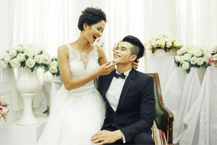 Loạt ảnh H'Hen Niê mặc váy cưới gây xôn xao cộng đồng mạng.