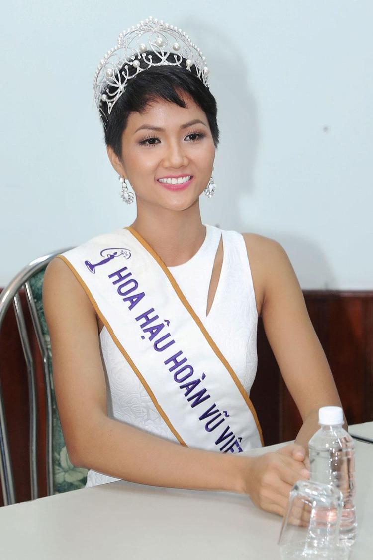 Sự thật đằng sau loạt ảnh cưới thân mật của tân Hoa hậu Hoàn vũ Việt Nam 2017 HHen Niê