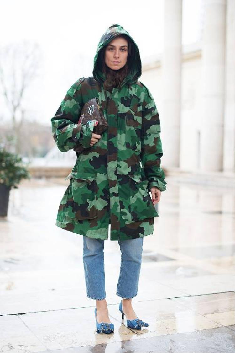 Jacket họa tiết rằn ri là sự lựa chọn dễ dàng tạo ra một outfit streestyle vừa thoải mái nhưng vẫn cá tính không kém.