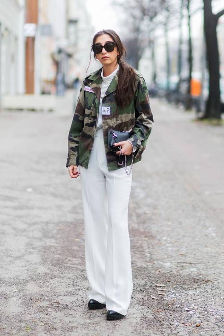 Một gợi ý khác khi kết hợp camo với outfit all-white.