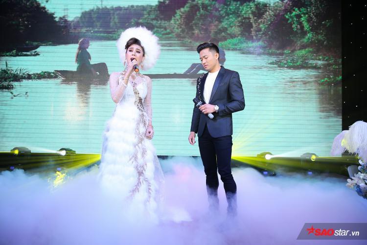 Được biết, bài hát được viết riêng, dành tặng cho Lâm Khánh Chi mừng ngày người đẹp về nhà chồng.