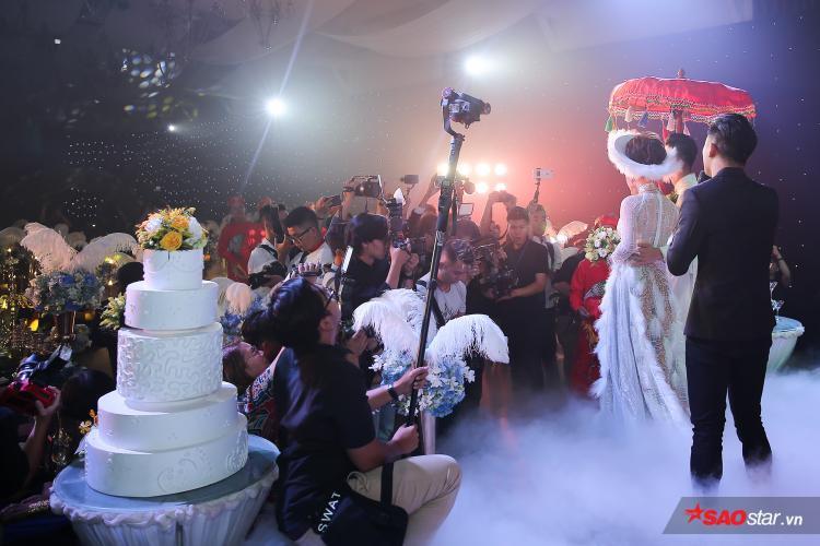Đám cưới của Lâm Khánh Chi thu hút sự quan tâm của nhiều cơ quan truyền thông, báo chí.