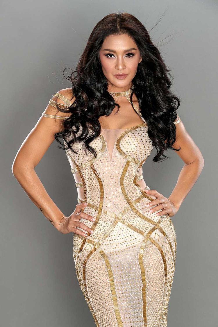 Thiết kế được siêu mẫu Thái Lan- Lukkade diện trong kế hoạch quảng bá cho bộ sưu tập.