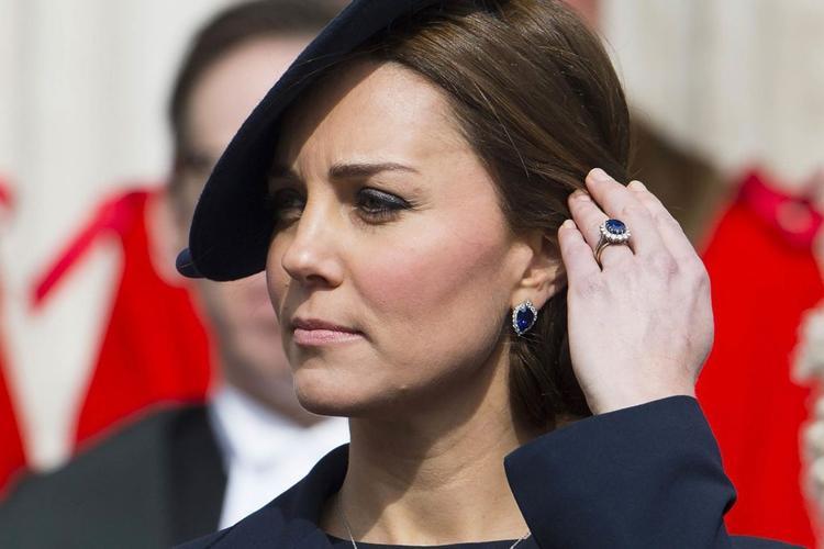 Và giờ đây công nươngKate Middleton đang đeo chiếc nhẫn có bề dày lịch sử.