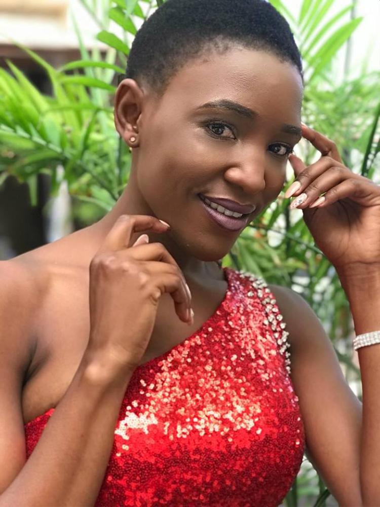 """Người đẹp Namibia với khuôn mặt nam tính và chiếc mũi chẳng mấy thon gọn.Được tổ chức lần đầu vào năm 1971, Miss Intercontinental đến nay đã trải qua 46 lần tổ chức, trở thành cuộc thi nhan sắc quốc tế có """"thâm niên"""" lâu thứ 4 chỉ sau Hoa hậu Thế giới, Hoa hậu Hoàn vũ và Hoa hậu Quốc tế. Tuy nhiên chất lượng dàn thí sinh của cuộc thi này luôn bị đánh giá kém."""