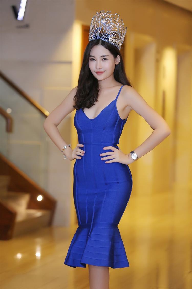 Tân Hoa hậu Đại dương Việt Nam 2017 - Lê Âu Ngân Anh đứng trước nguy cơ bị tước vương miện do không đủ điều kiện tham gia cuộc thi.