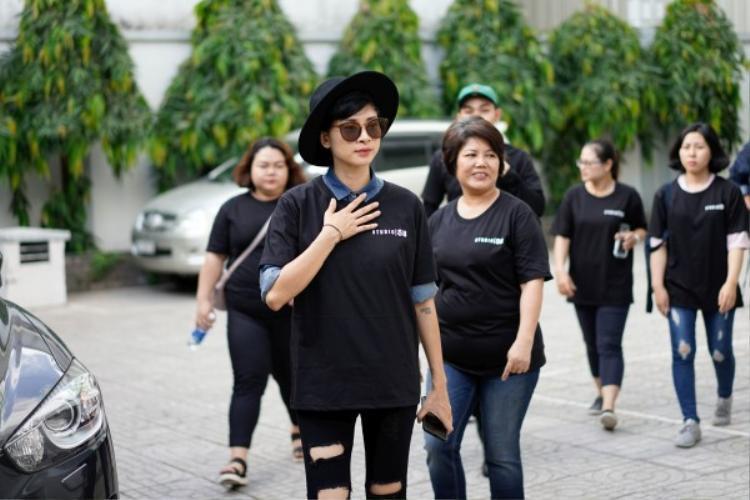 Chết cười với tạo hình mai đào và biểu cảm lầy lội của Ngô Thanh Vân, Xuân Lan trong phim Tết