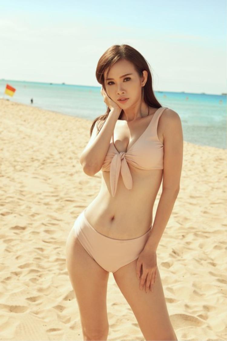 Gương mặt ưa nhìn cũng là yếu tố khiến Thanh Trang tự tin tại sân chơi nước bạn.