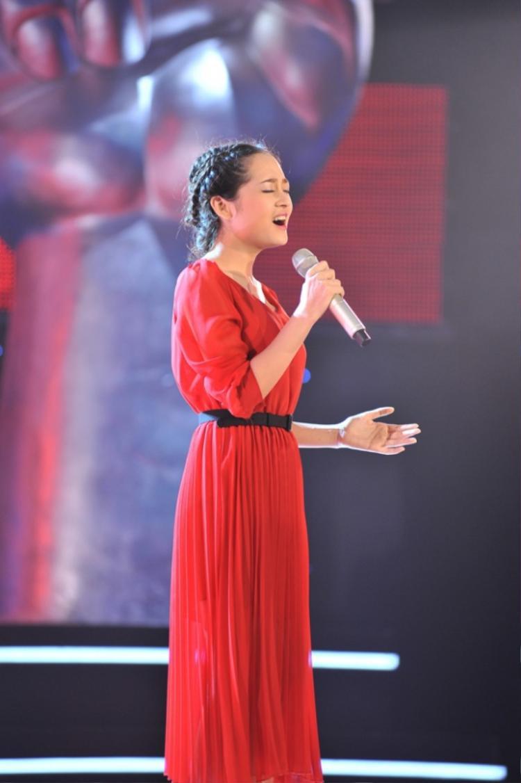 """Bảo Anh được gọi là """"Taytor Swift Việt Nam"""" khi thể hiện bản hit Safe and Sound tại vòng Giấu mặt"""
