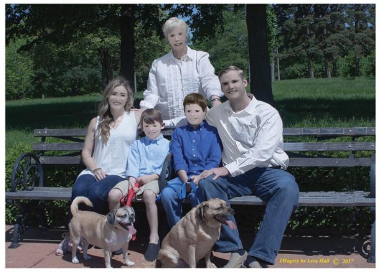 """""""Hahaha mấy chú chó nhìn ổn hơn người trong ảnh này,"""" một bình luận dí dỏm."""