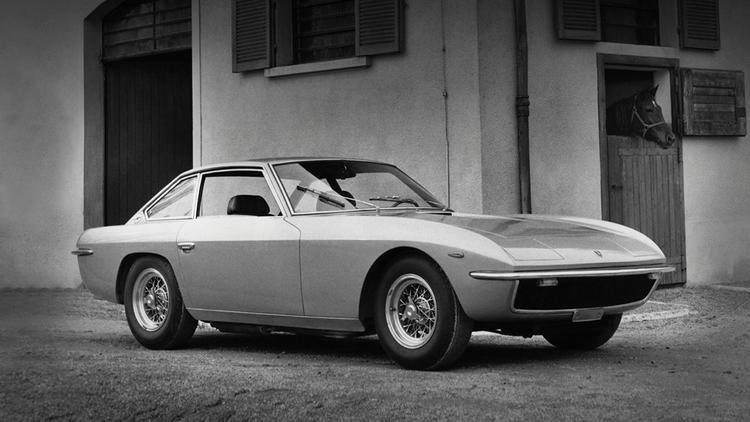 2. Lamborghini Islero: Lamborghini Islero được giới thiệu cùng thời điểm với Espada, thay thế cho mẫu 400GT. Chỉ có 250 chiếc Lamborghini Islero được tạo ra với thiết kế 2+2, động cơ 4.0 lít V12, công suất 325 mã lực. Dây chuyền sản xuất của Islero đóng lại sau 1 năm, khiến cho Islero trở thành một cái tên hiếm có so với các mẫu xe cùng hãng. Ảnh: Supercars.net