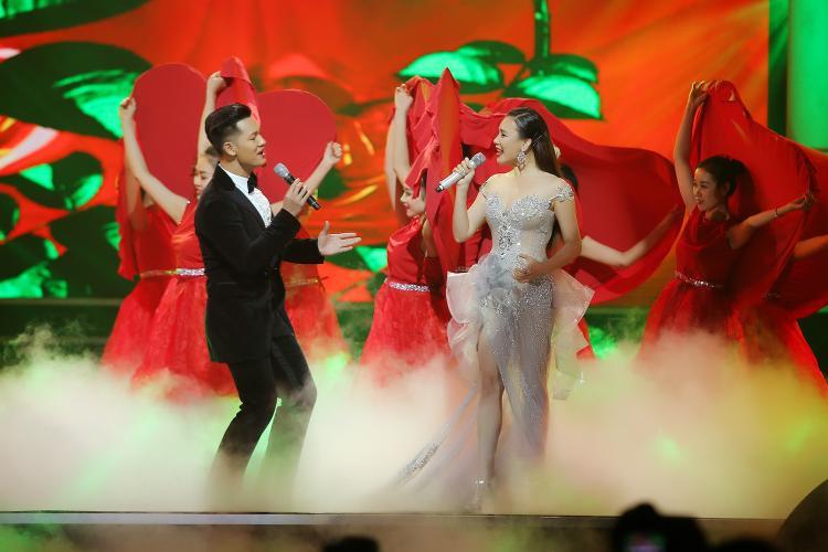 Ca khúc là 1 bản hit được yêu thích của ngôi sao quốc tế Ariana Grande, cũng chính là OST của bộ phim điện ảnh cùng tên.