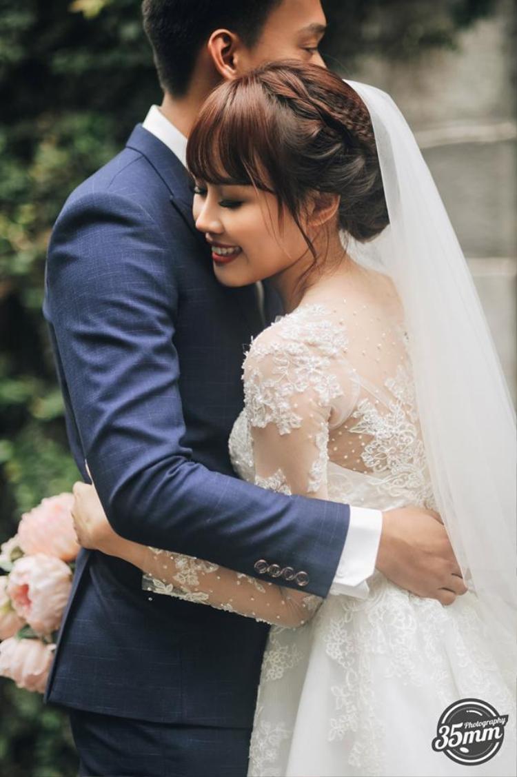 Không lầy lội, ảnh cưới của Nhật Anh Trắng và vợ lại lãng mạn như thế này đây!