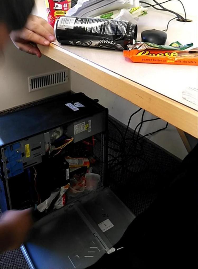 Xin nhắc lại, case máy tính không phải là thùng rác!